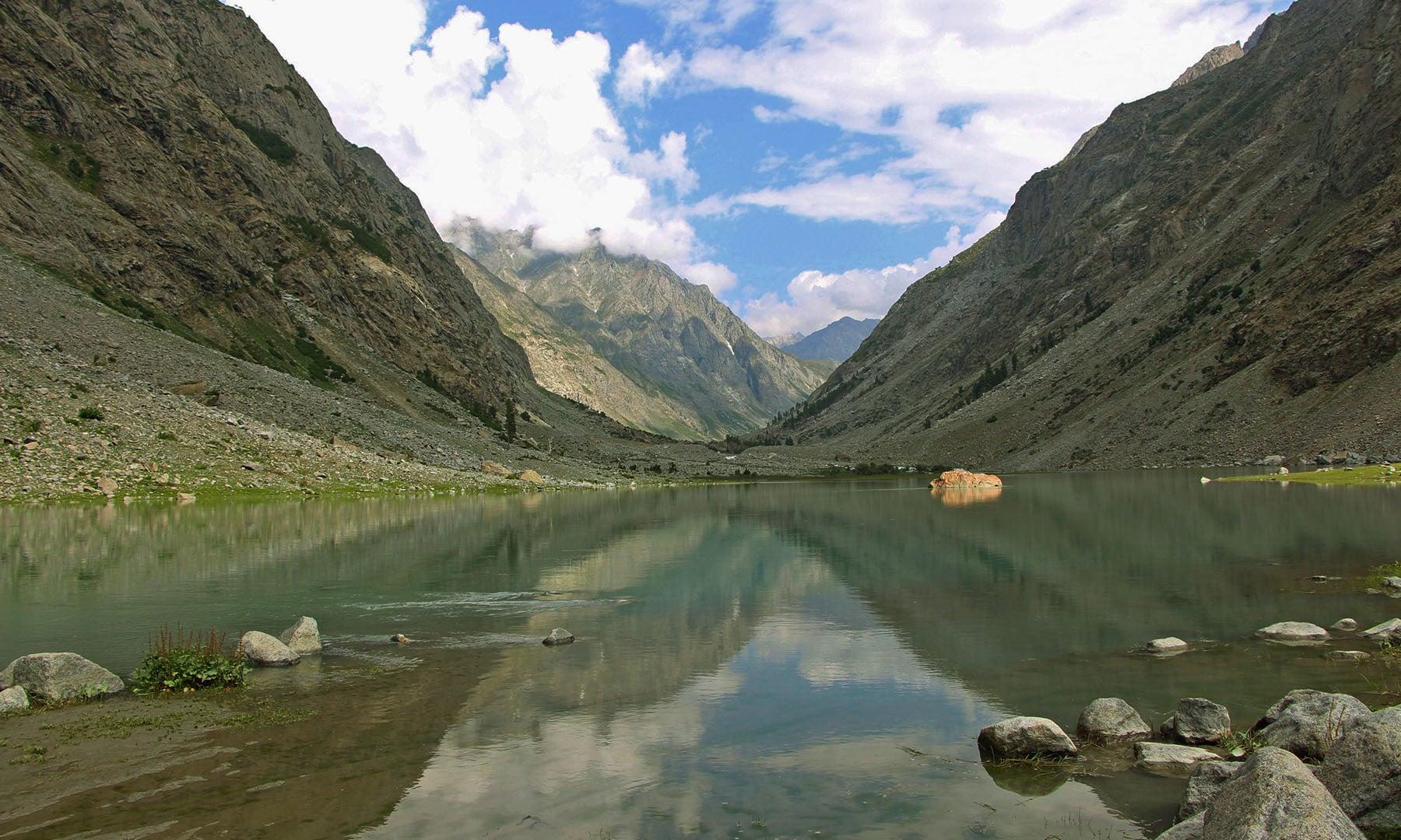جھیل پنغال کا ایک منظر—تصویر امجد علی سحاب