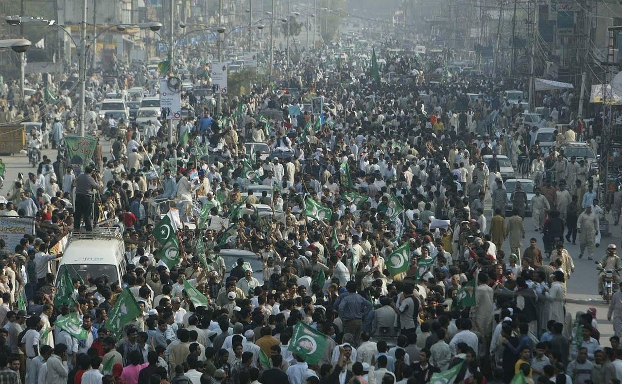 "Supporters gather at Nawaz Sharif's ""Long March"" on Lahore's Ferozpur road. — Creative Commons"