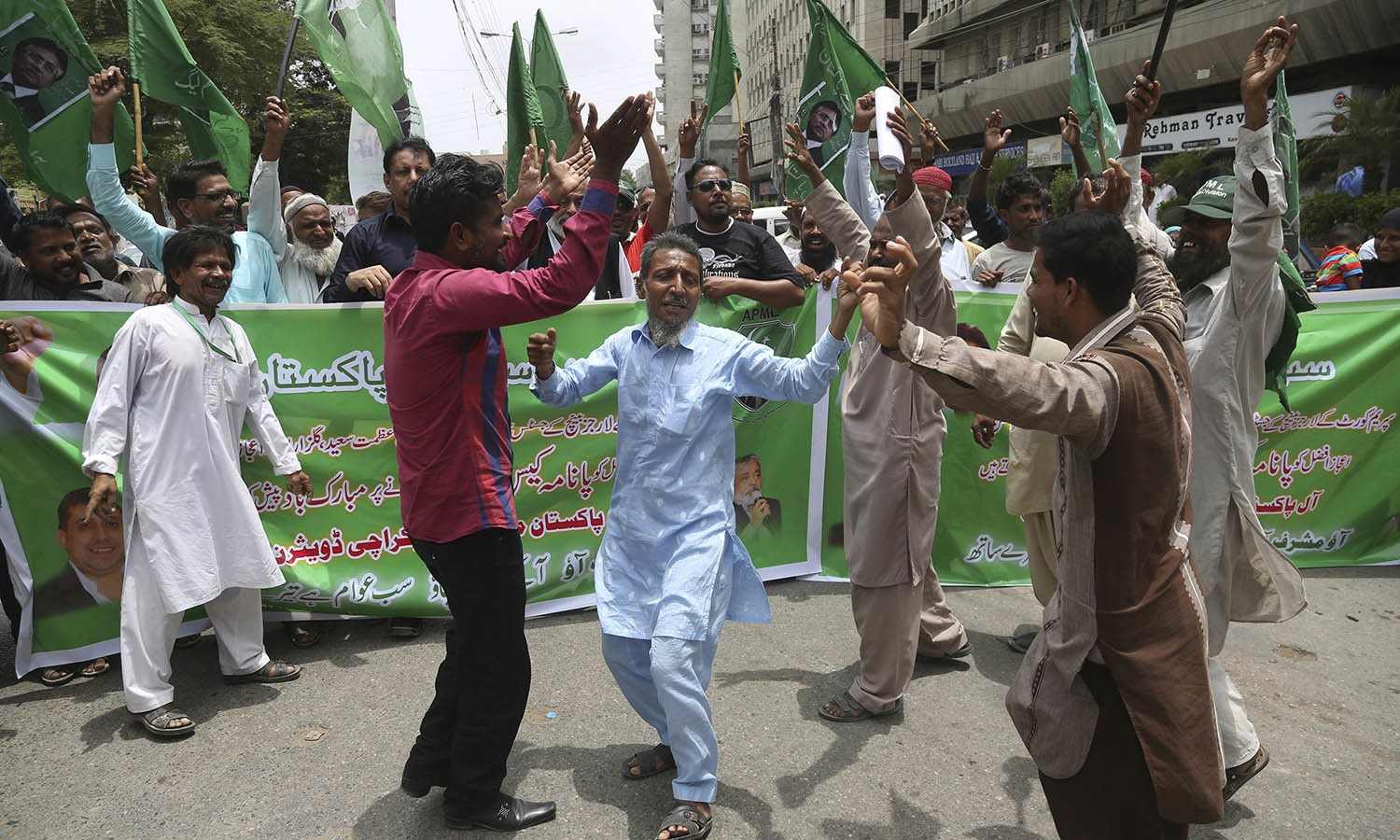 Supporters of the opposition parties celebrate the dismissal of Nawaz Sharif. —AP