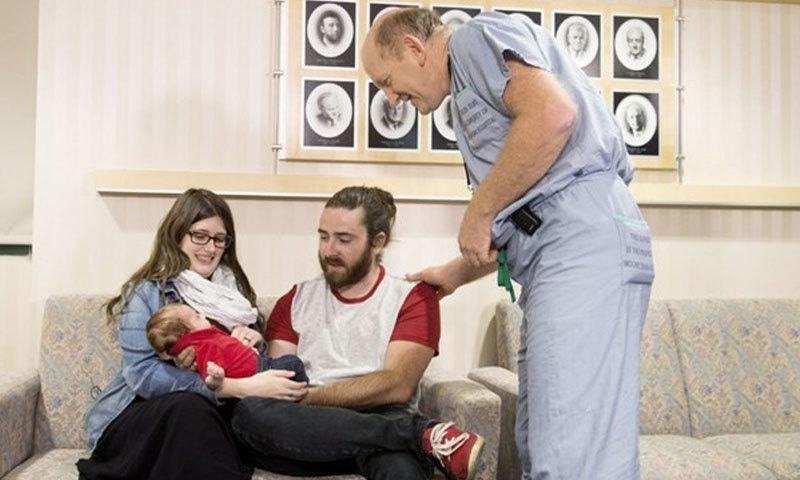 پیدائش سے ایک ہفتہ قبل بچے کی سرجری کی گئی—فوٹو: کینیڈین پریس