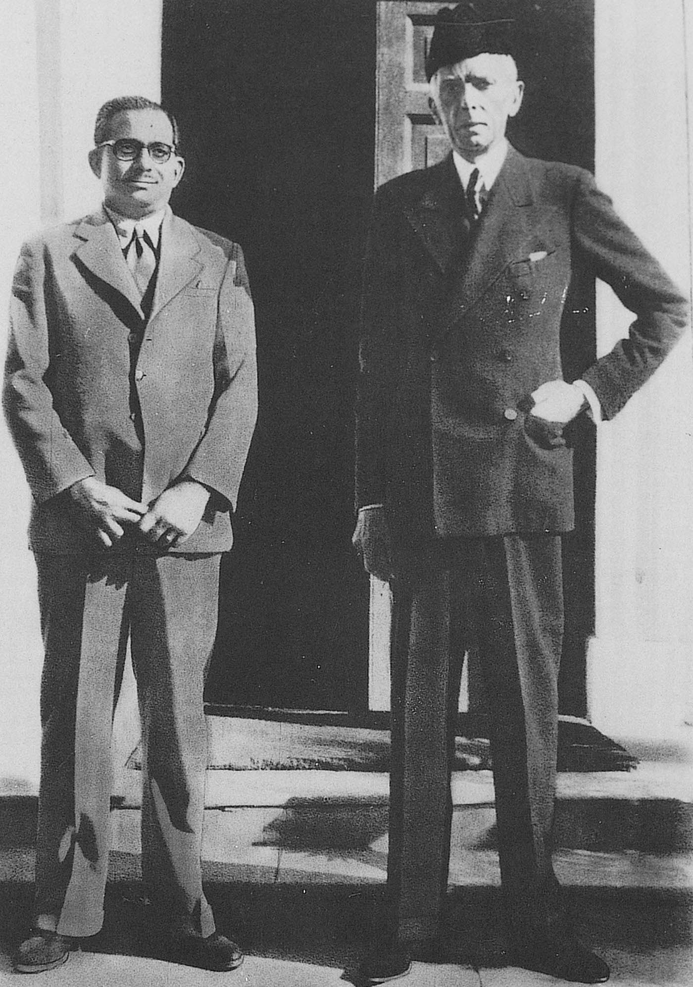 Quaid-i-Azam Mohammad Ali Jinnah and Altaf Husain, Editor Dawn Delhi, outside Mr Jinnah's residence in Delhi, on June 3, 1947. — Courtesy Altaf Husain Archives & Dawn/White Star Archives