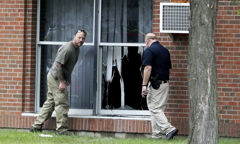 Law enforcement officials investigate an explosion at the Dar-Al-Farooq Islamic Center in Bloomington, Minnesota, on Saturday, Aug. 5, 2017. ─ AP