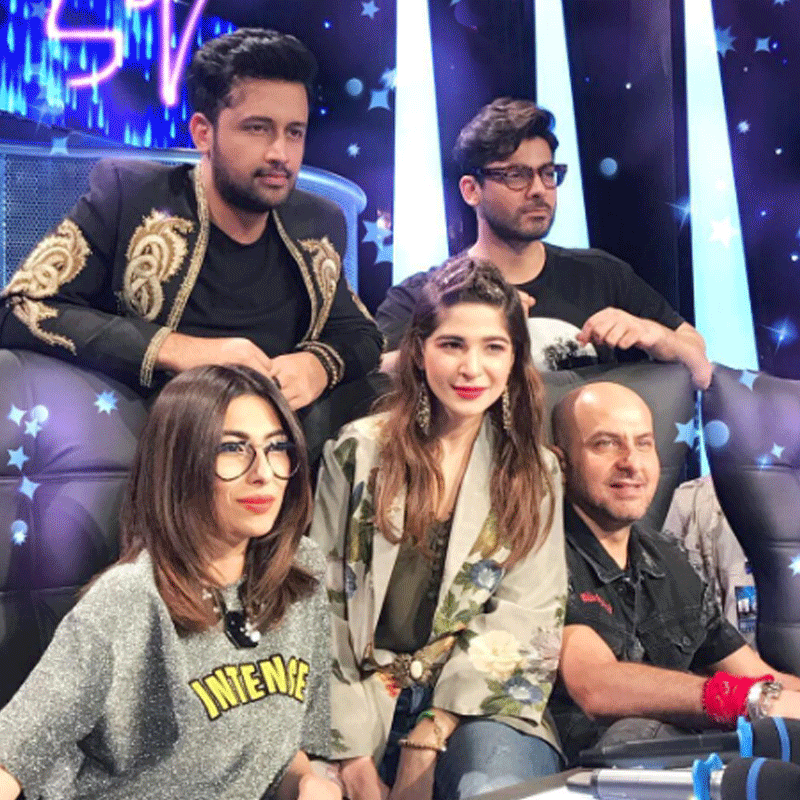 The Famous Five getting comfortable on set. Photo: Meesha Shafi/ Instagram