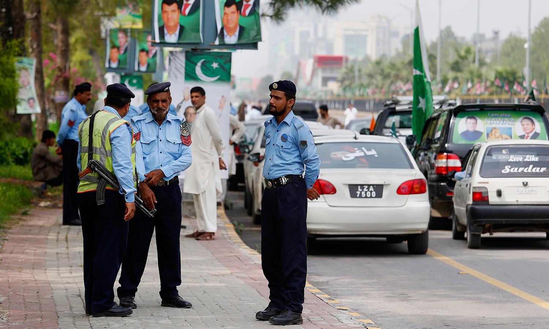 مسلم لیگ کی ریلی کے موقع پر اسلام آباد میں سیکیورٹی کے سخت انتظامات کیے گئے تھے — فوٹو: اے پی