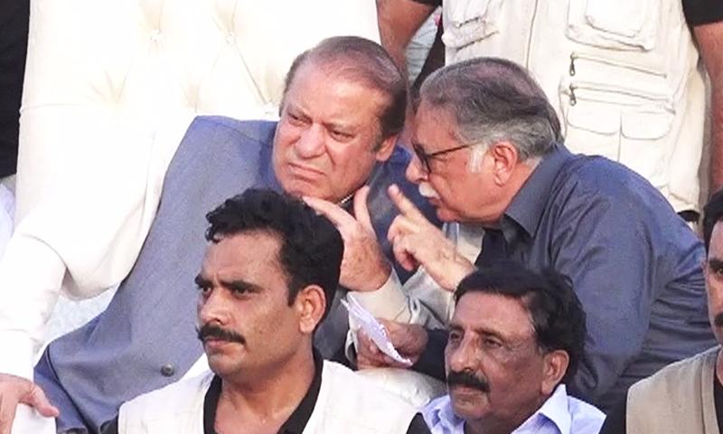 Senior PML-N leader Pervaiz Rashid talks to Nawaz Sharif.