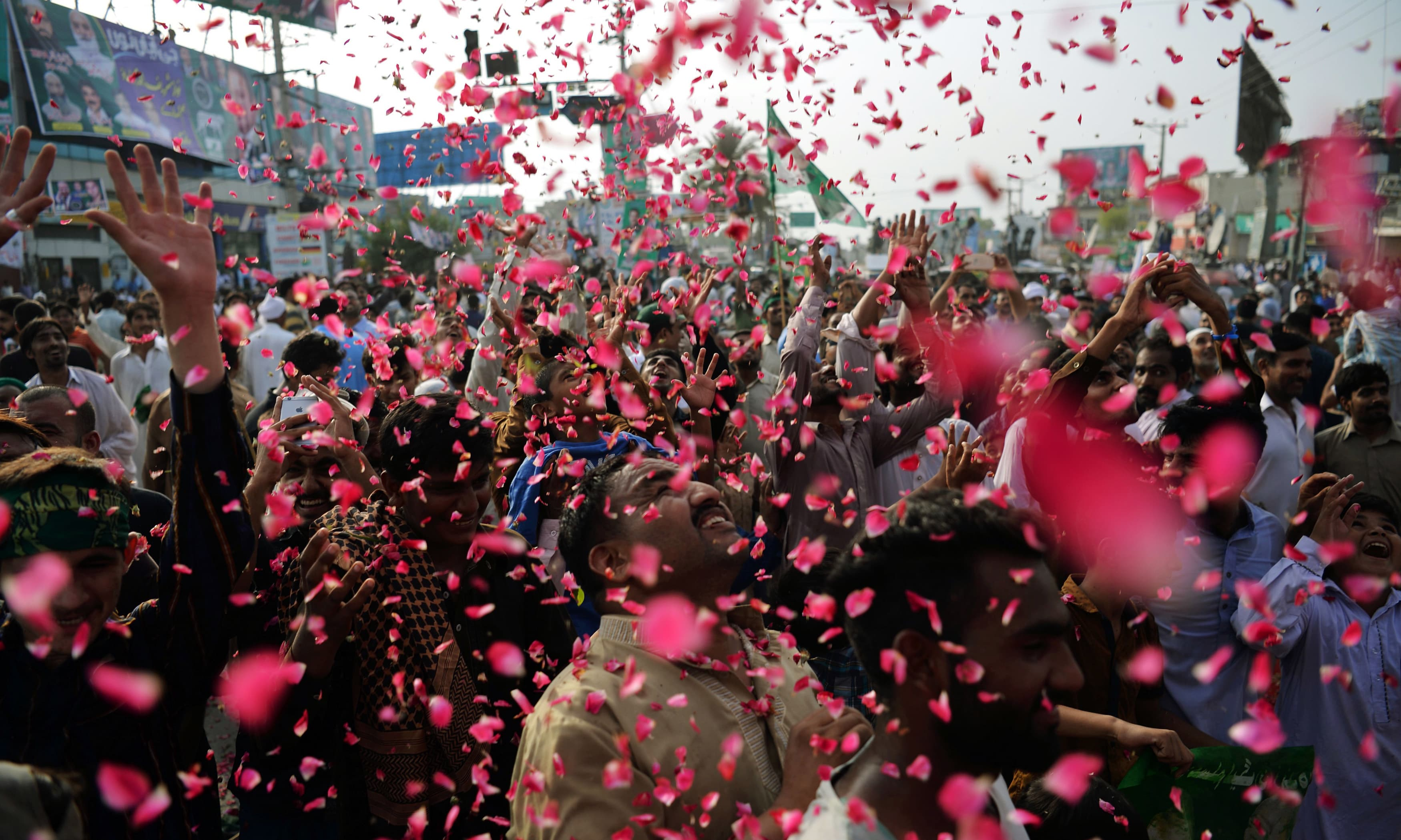 PML-N supporters attend a rally in Gujrat.—AFP