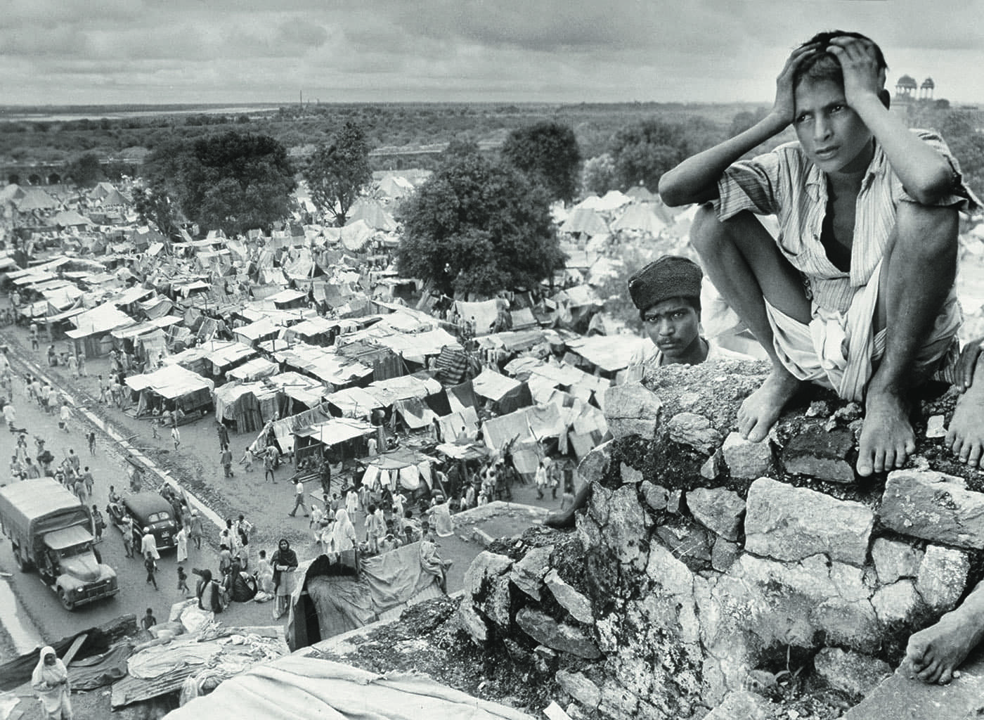 A young refugee in Delhi in August 1947 squats on the rubble of a ruined Sultanate monument, holding his head in despair. In the background, a vast Muslim refugee camp sprawls out as far as the eye can see. — Excerpted with permission from Witness to Life and Freedom, Roli Books, Delhi