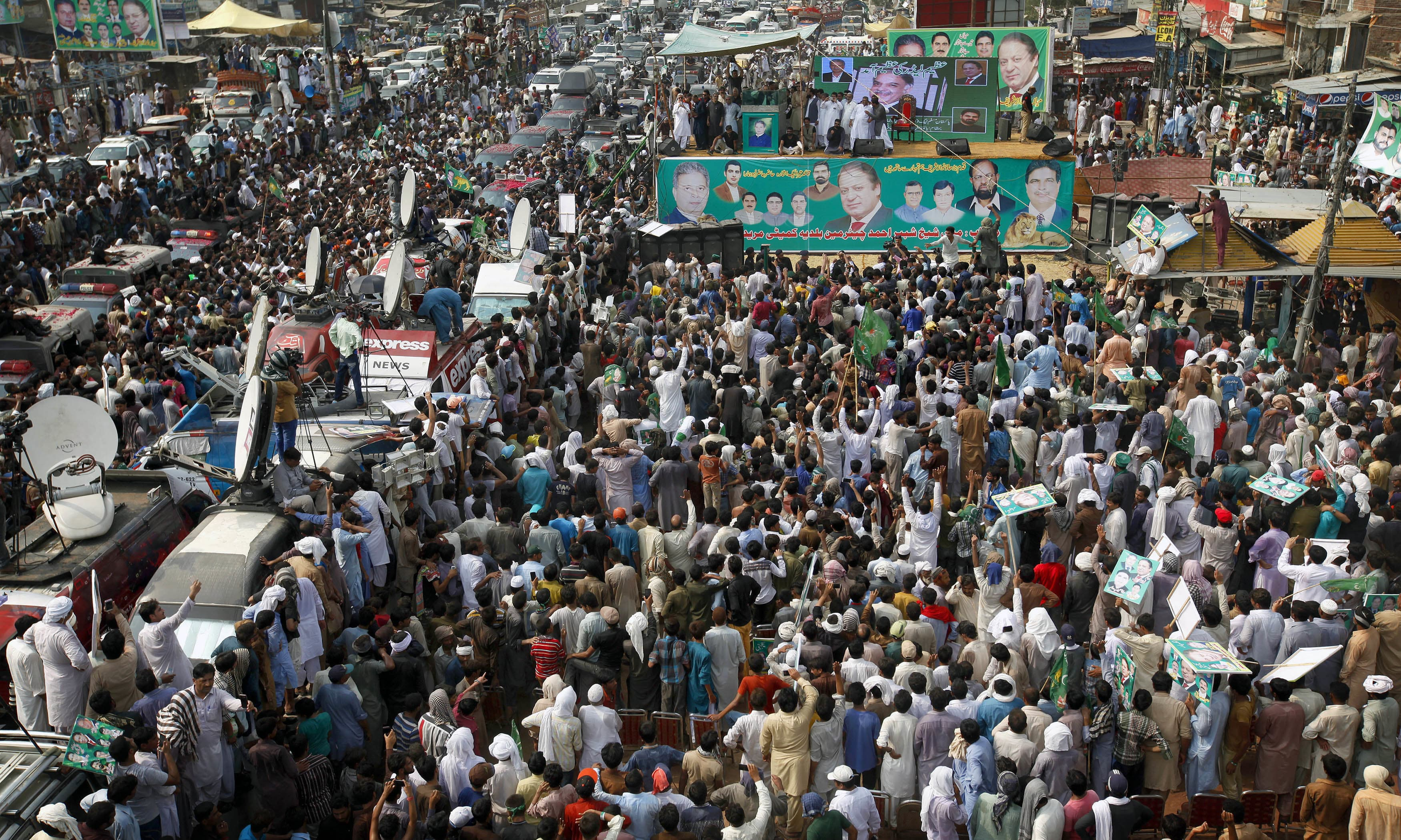 PML-N supporters listen to their leader during the Muridke rally. —AP