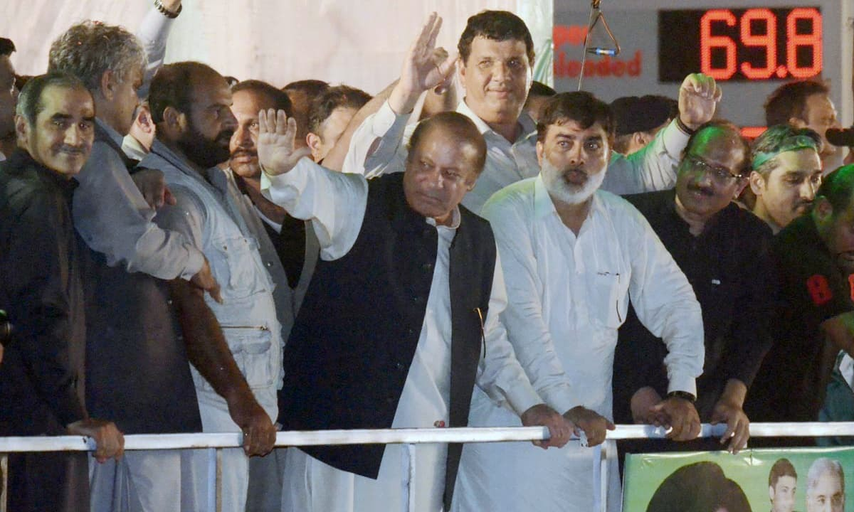 Ousted Prime Minister Nawaz Sharif waves to his supporters during public meeting at Shahdara Chowk. Photo:Online