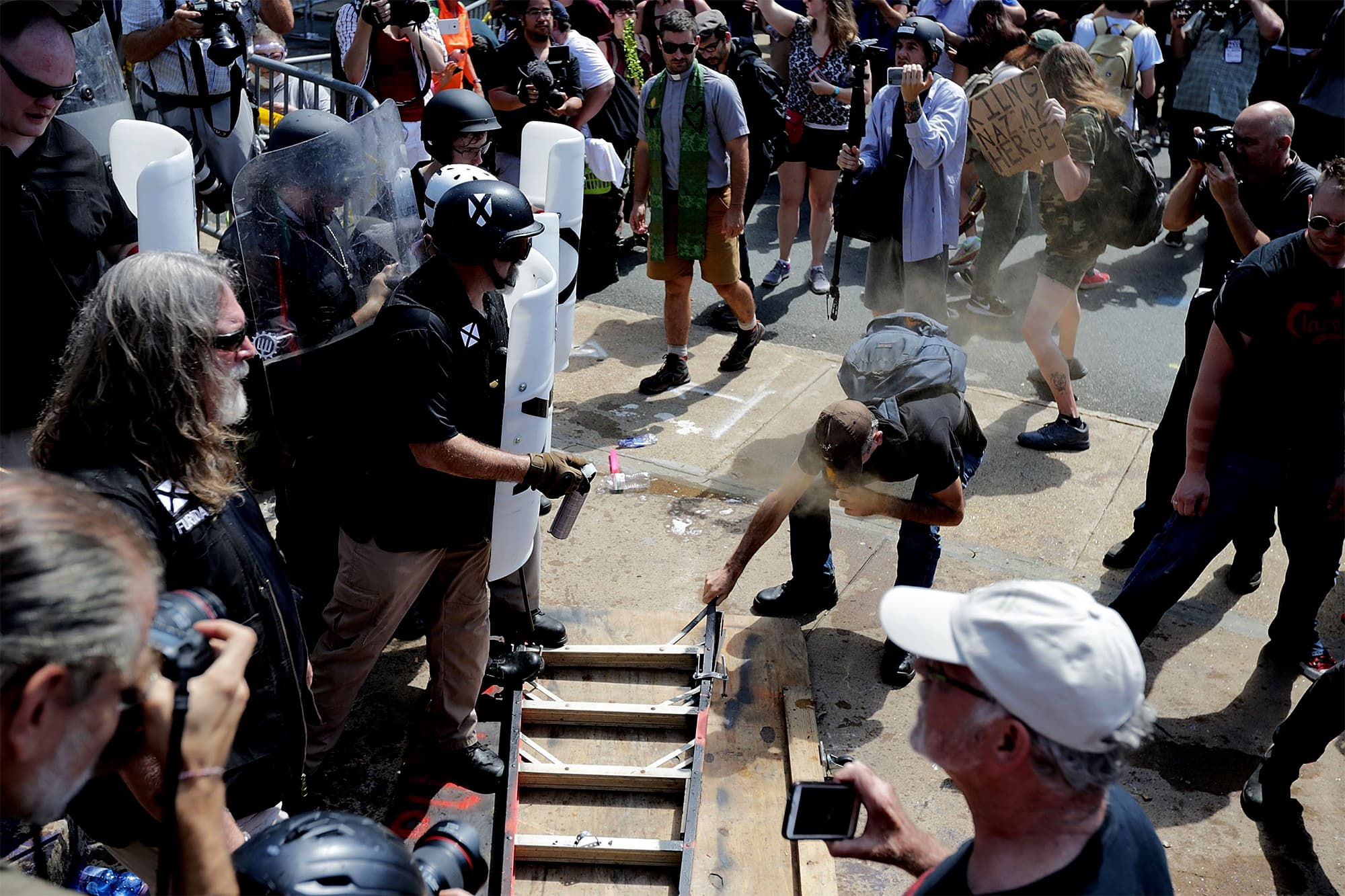 "White supremacists, neo-Nazis and members of the ""alt-right"" clash with counter-protesters as they attempt to guard the entrance to Lee Park. ─ AFP"