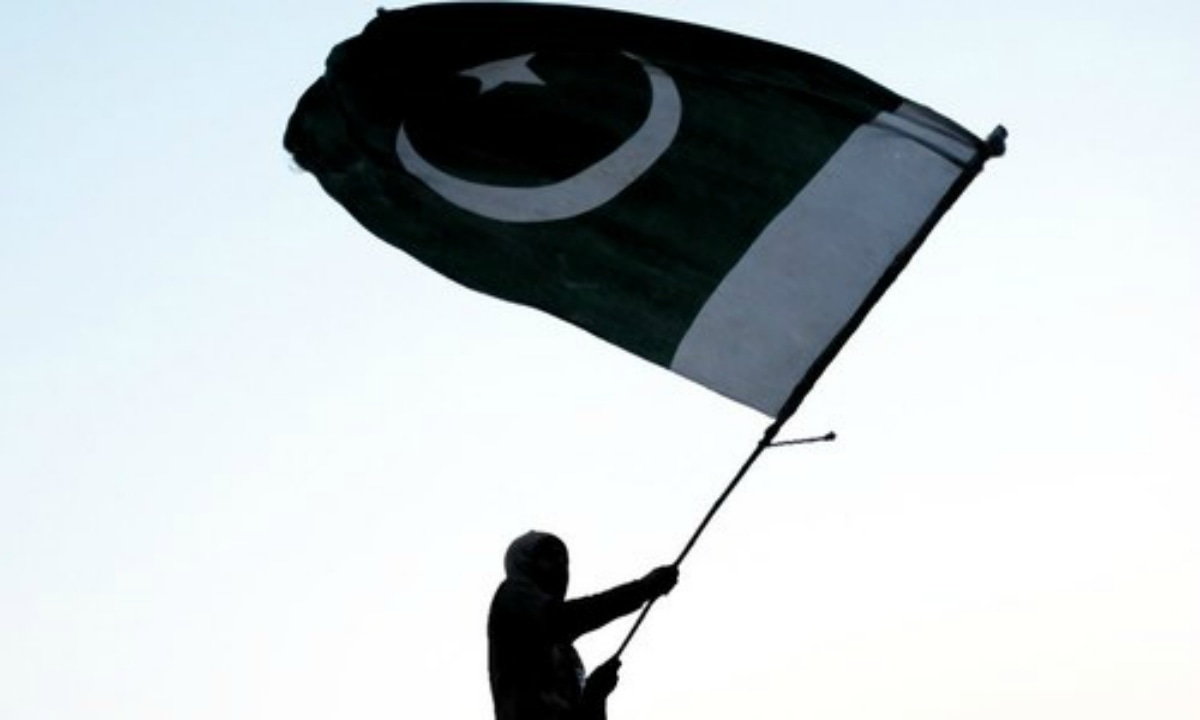 A man hoists the Pakistani flag | AFP
