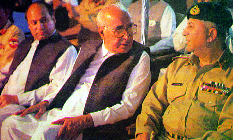 Ghulam Ishaq Khan talking to General Asif Nawaz Janjua as Mian Nawaz Sharif looked on.─Dawn/White Star archives