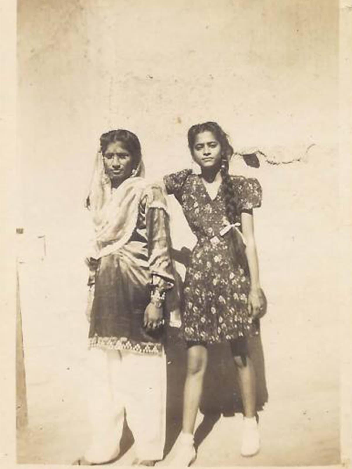 Savitri Badlani and Koshalya Bijlani in Larkana, Sindh, in 1946 | Photo by Nand Jaisinghani