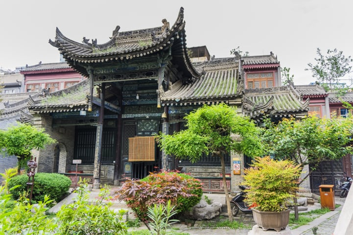 The historically signifi cant Great Mosque is the largest in Xi'an. It is built with classic Chinese architecture and is adorned with dragons throughout, a symbol of the emperor