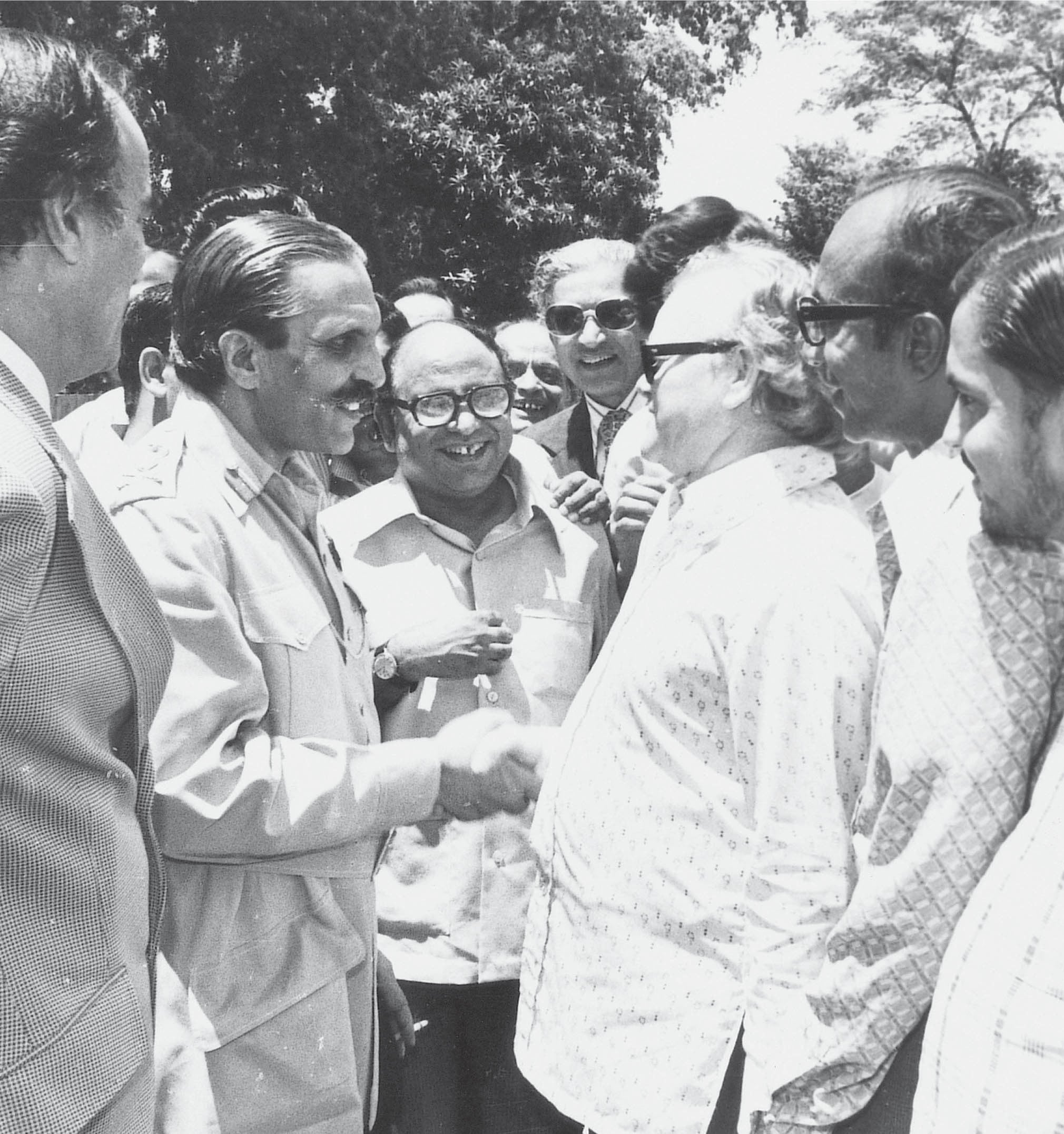 General Zia-ul-Haq in a mood of characteristic bonhomie is seen in conversation with senior journalists in Islamabad on July 9, 1977. From left to right: Mir Khalil-ur-Rehman (Jang), General Zia-ul-Haq, Sharif Farooq (Jihad), M.A. Zuberi (Business Recorder), Altaf Hassan Qureshi (Pakistan Digest) and Mumtaz Tahir (Aftab Multan). — Hasan Bozai/Dawn/White Star.