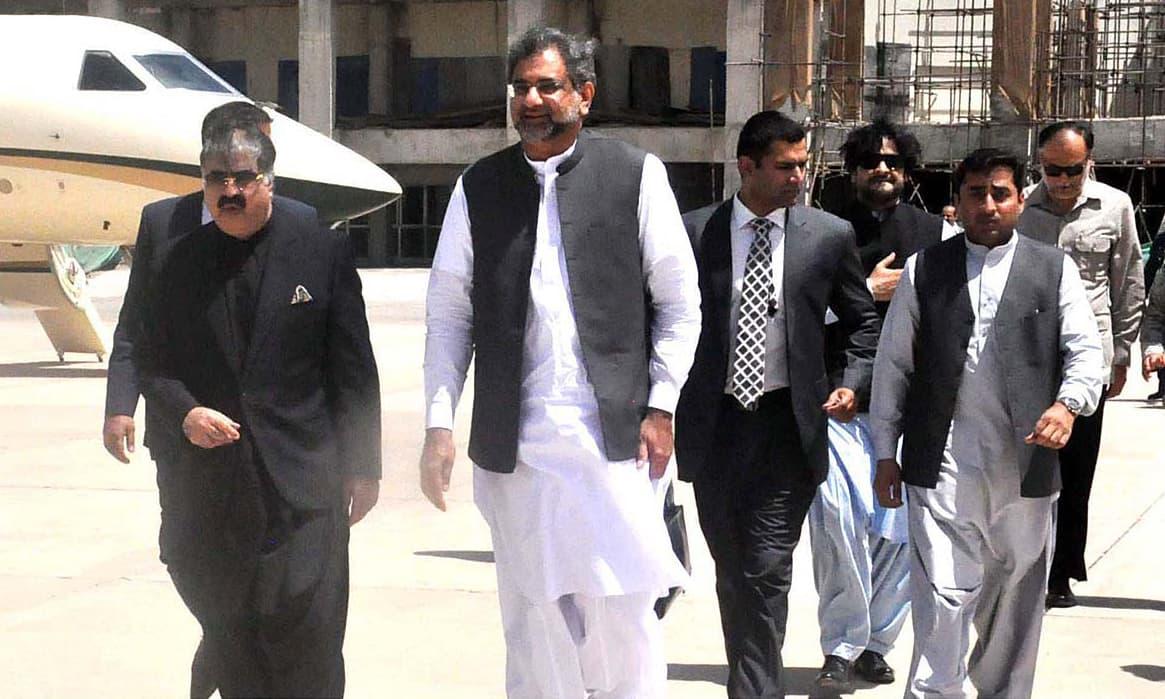 Balochistan Chief Minister Sanaullah Zeheri welcomes Prime Minister Shahid Khaqan Abbasi at Quetta airport. —APP