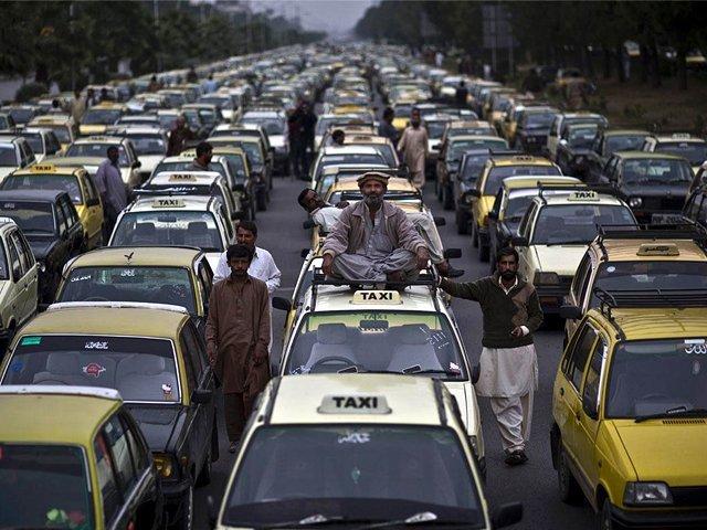 اسلام آباد میں آن لائن ٹیکسی سروس کے خلاف احتجاج