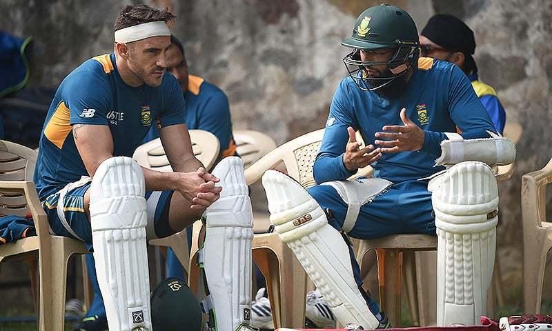 South Africa's batsman Hashim Amla (R) talks with captain Faf du Plessis.— AFP/File