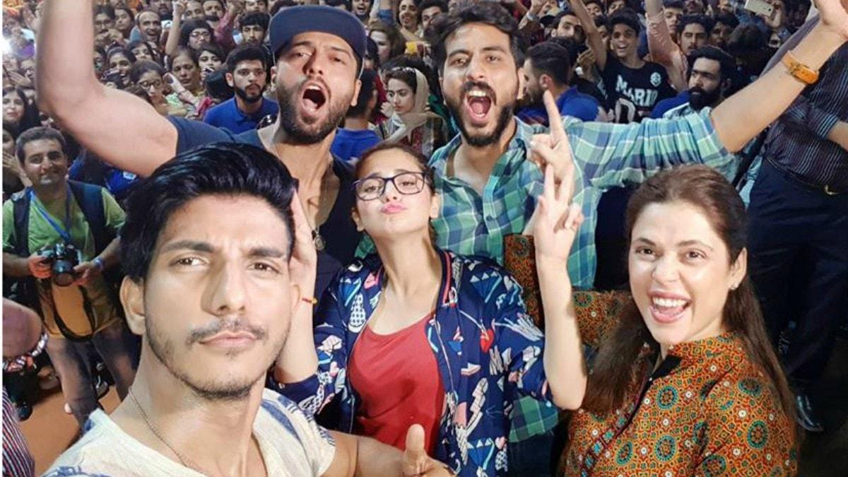 فلم کی ٹیم کی اسلام آباد میں تشہیر کے موقع پر لی گئی تصویر—فوٹو: انسٹاگرام