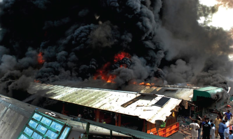 Over 600 stalls gutted in inferno at weekly bazaar in Islamabad