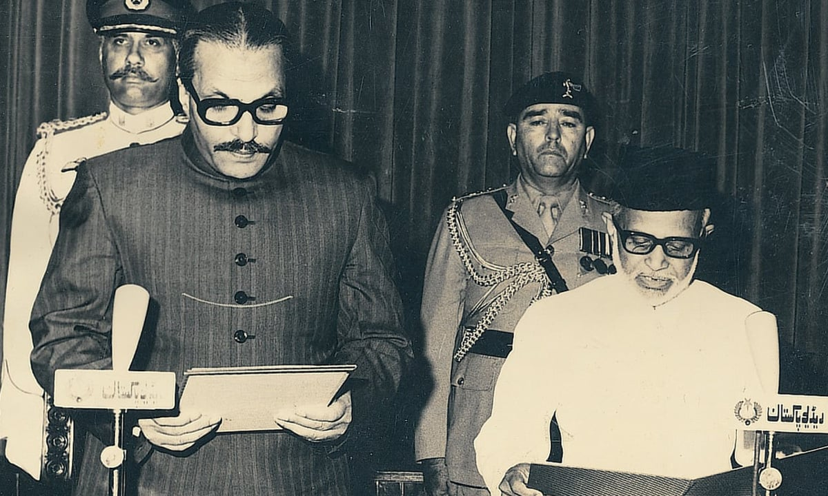 General Ziaul Haq administers the oath of office of Federal Shariat Court chairman to Justice Sallahuddin Ahmed on May 20, 1980 | White Star