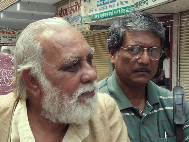 Lalit Behl as Daya and Adil Hussain as Rajiv in Mukti Bhawan