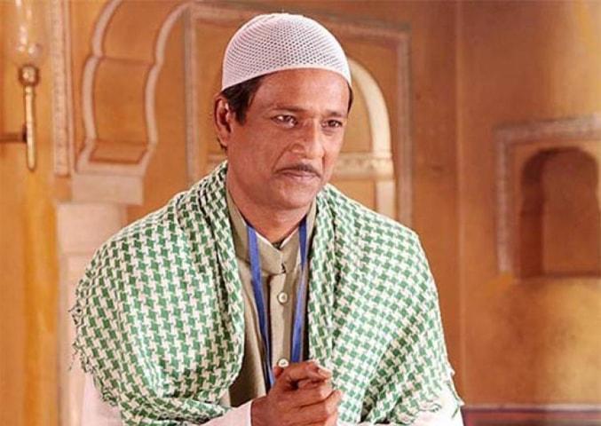 Adil Hussain as Aslam Puncturewala in the 2014 film Zed Plus