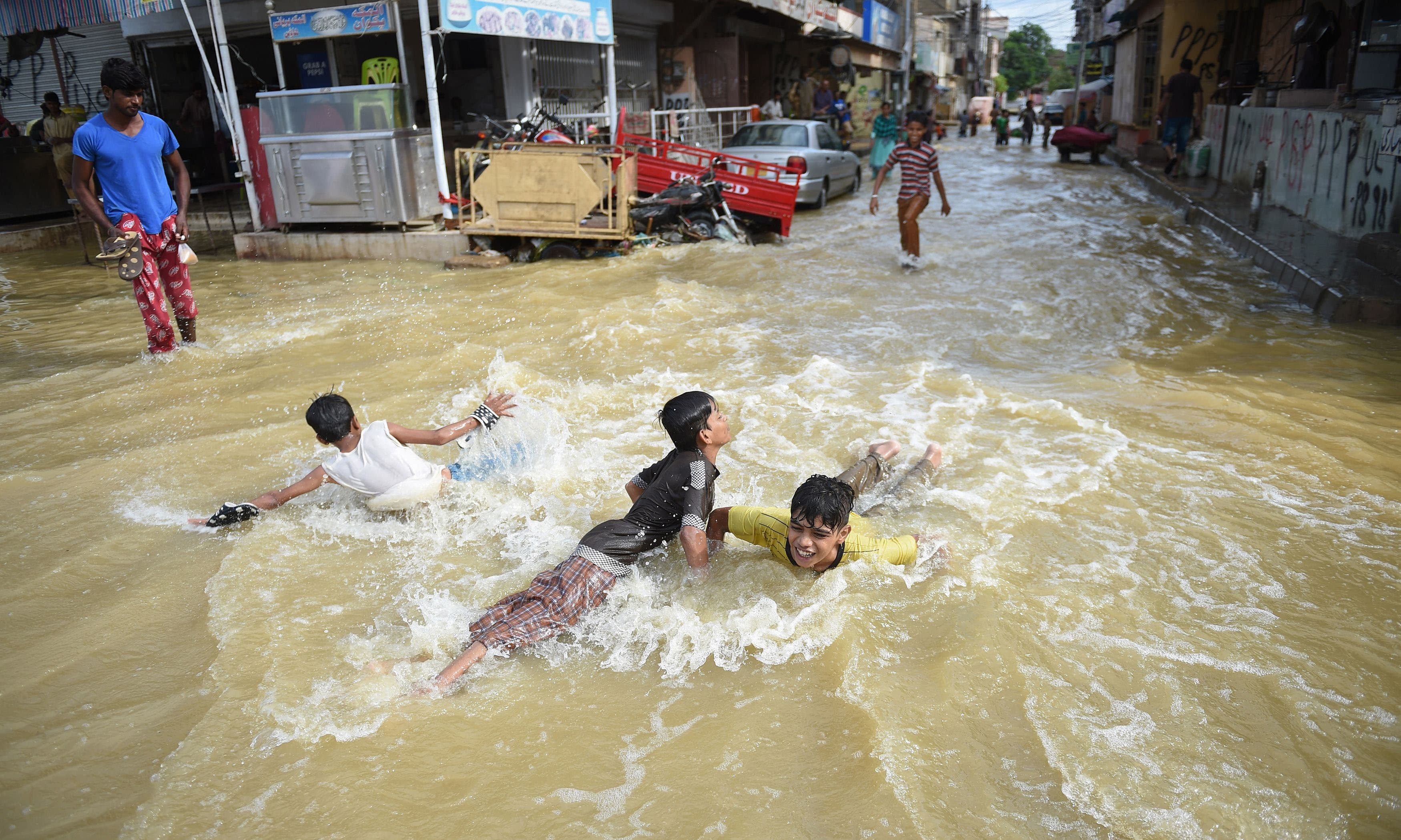 23 killed as monsoon rains lash Karachi - Pakistan - DAWN COM