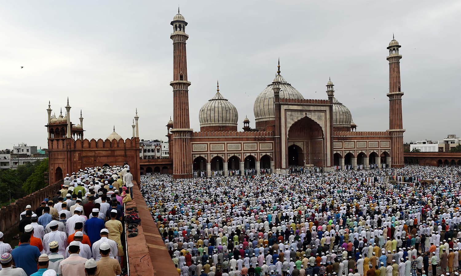 Worshippers offer prayers on the first day of Eidul Azha at Jamia Masjid in New Delhi, India.—AFP