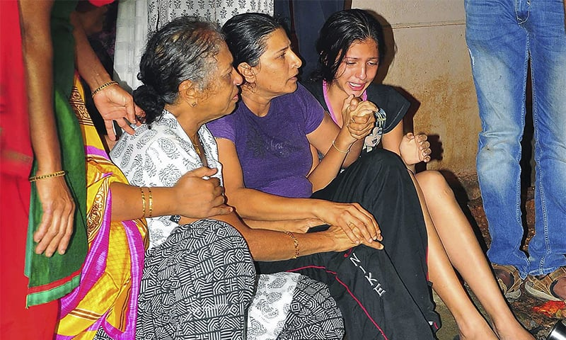 Unidentified relatives of senior journalist Gauri Lankesh cry at her residence in Bangalore, India. ─ AP