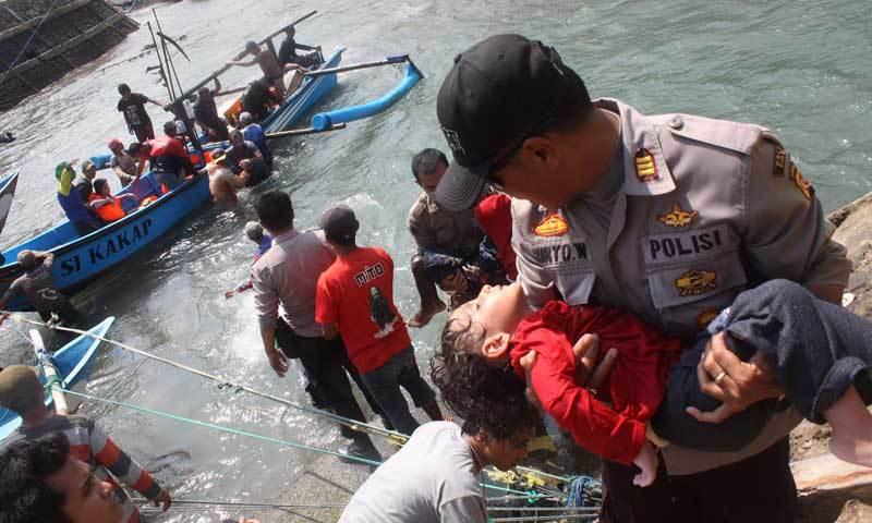 5 children drown as Rohingya boats sink off Bangladesh