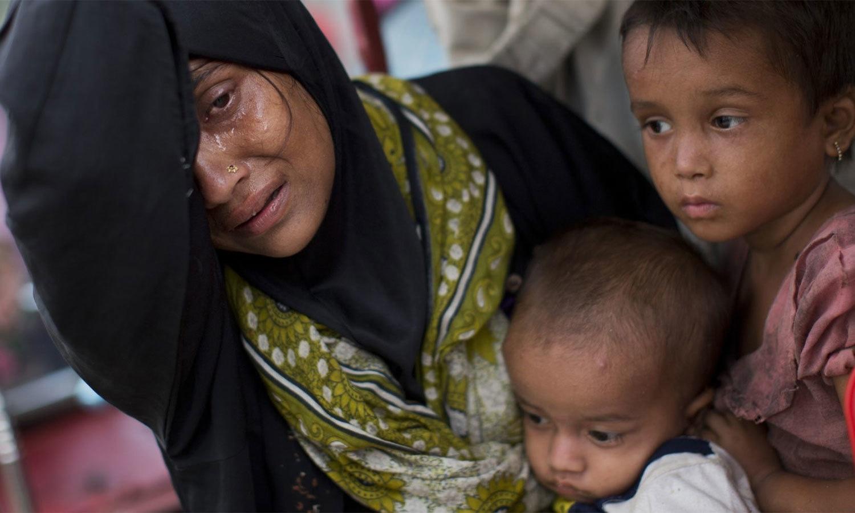 25 اگست کے بعد سے جاری سیکیورٹی کریک ڈاؤن میں کم از کم 400 افراد ہلاک ہوئے ہیں جبکہ ہزاروں بنگلہ دیش جانے پر مجبور ہوگئے ہیں — اے پی فوٹو