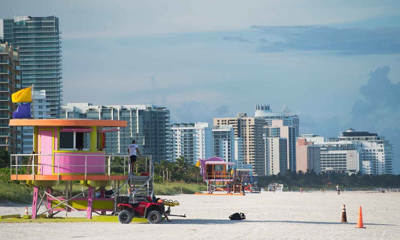 فلوریڈا کے ساحل سمندر کو عوام کے لیے بند کردیا گیا—فوٹو: اے ایف پی