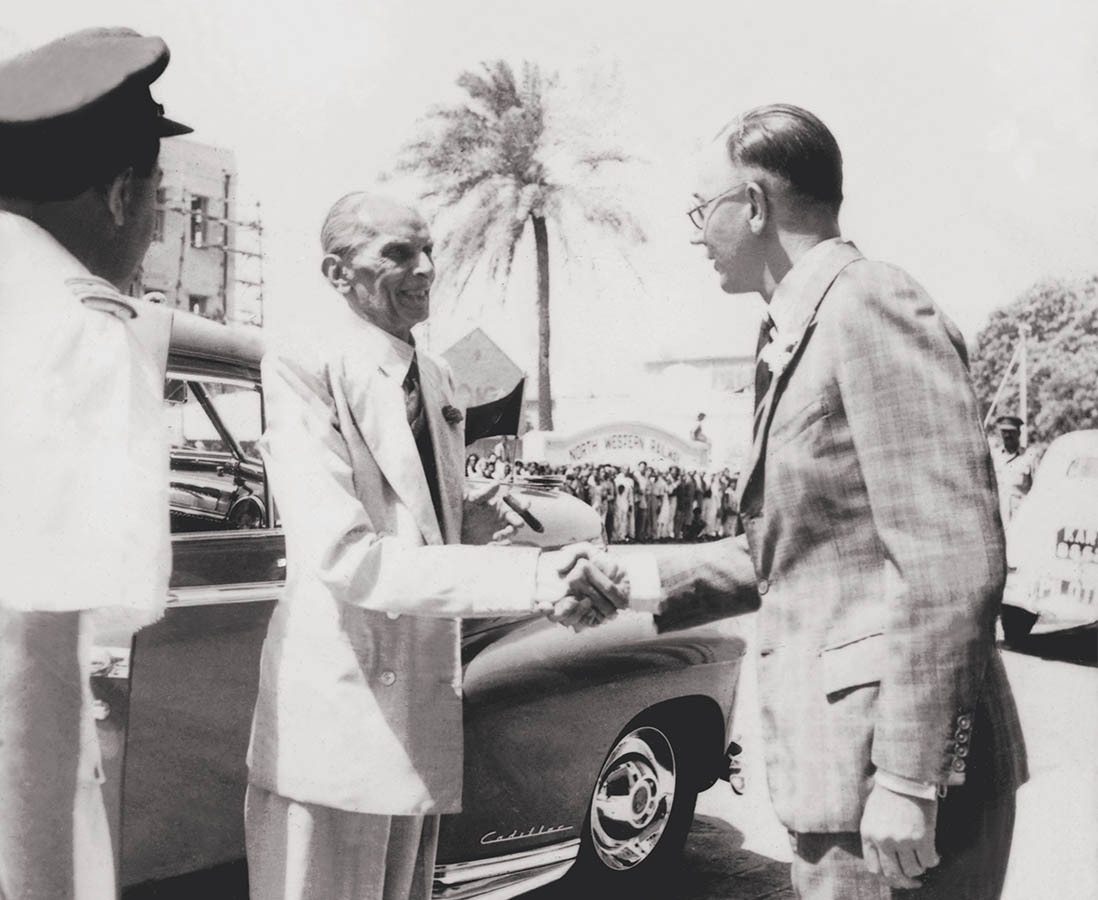 Quaid-i-Azam Mohammad Ali Jinnah is being welcomed at the Chamber of Commerce in Karachi in 1947. Seen in the distance is a crowd of people in front of the North Western Palace Hotel that had gathered to catch a glimpse of the Quaid. | Photo: The Press Information Department, Ministry of Information, Broadcasting & National Heritage, Islamabad (PID)
