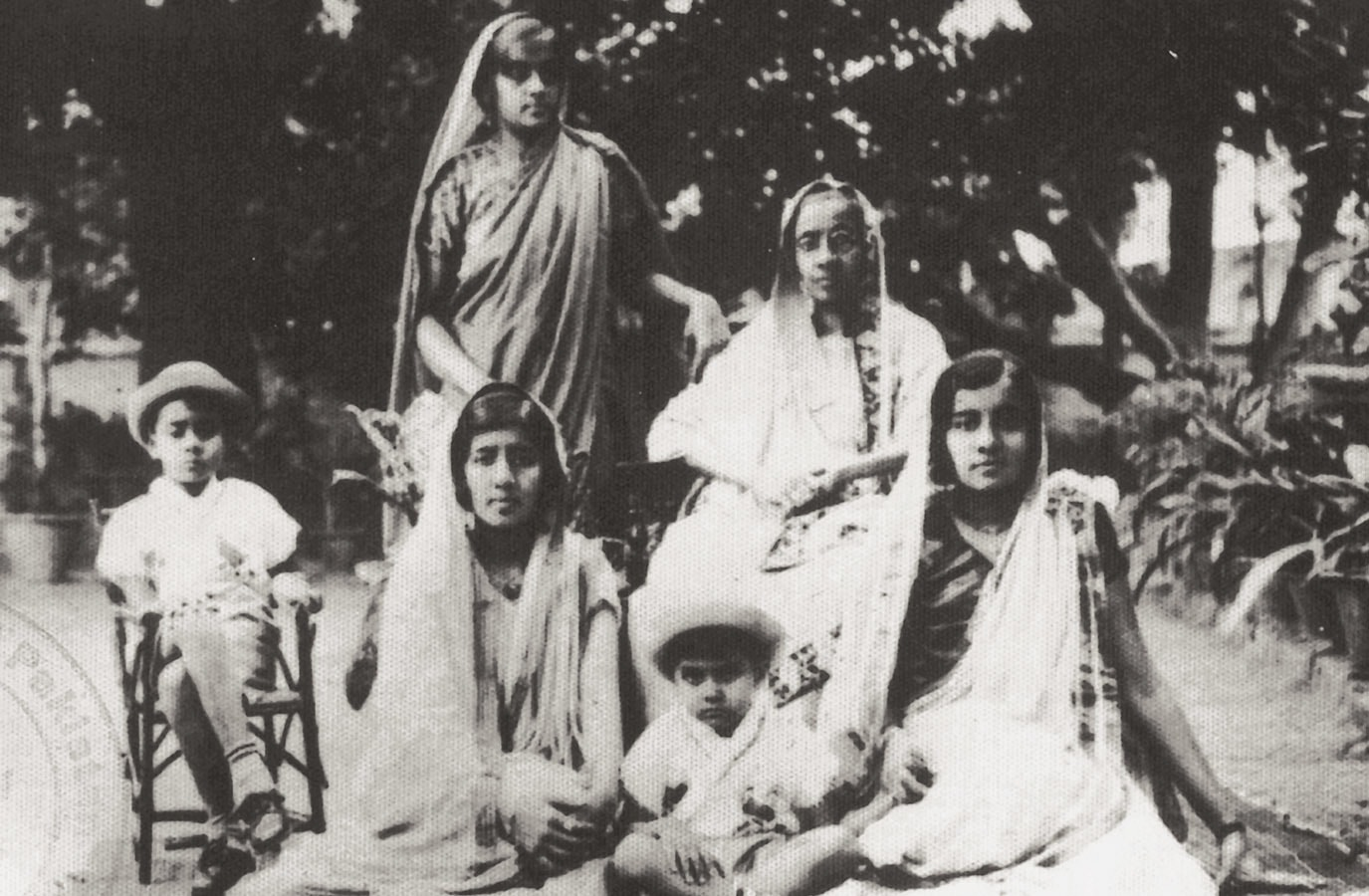 A group photograph of Quaid-i-Azam Mohammad Ali Jinnah's siblings. Front row, from left to right: Fatima Jinnah, Bunde Ali Jinnah and Shirin Jinnah; back row, from left to right: Ahmed Ali Jinnah, Maryam Jinnah and Rehmat Jinnah. | Photo: *Pioneers of Pakistan: Jinnah & Iqbal* published by the ISPR