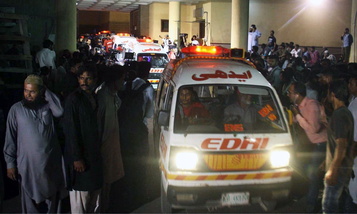 Ambulances carrying the bodies of the drowned people arrive at the hospital. —Online