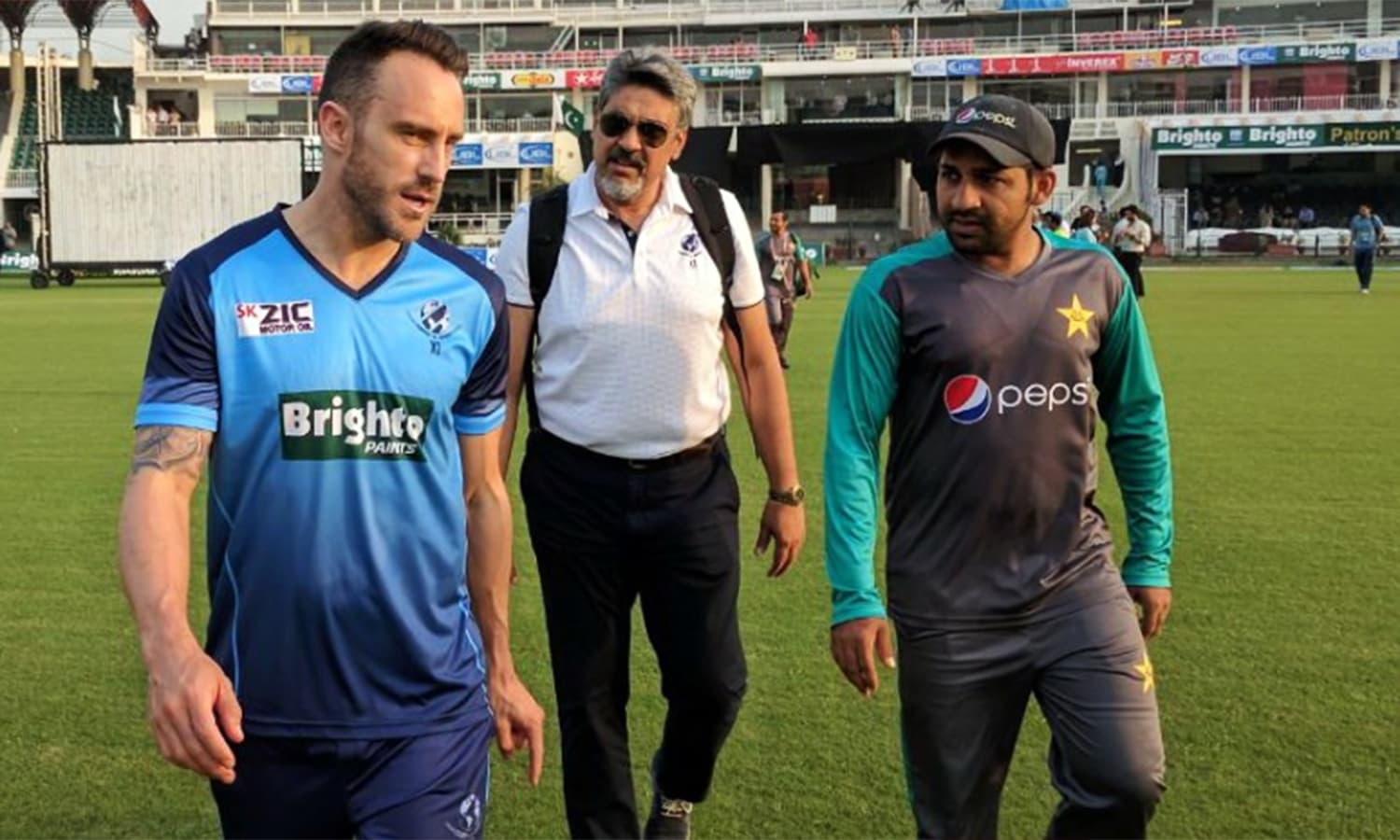 World XI skipper Faf du Plessis (L) and Pakistan captain Sarfraz Ahmed are seen at Gaddafi Stadium.—Photo courtesy: PCB Twitter @TheRealPCB