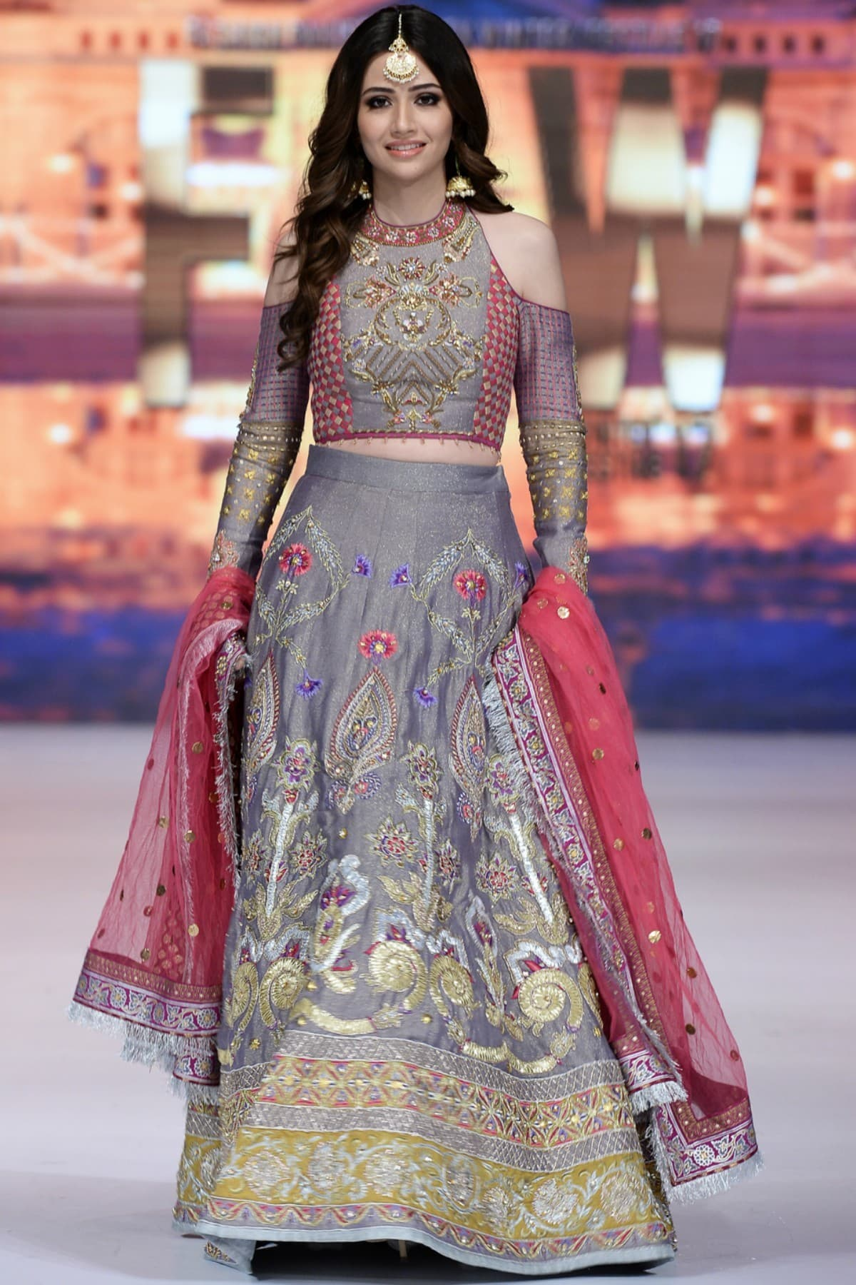 Sana Javed walked as Wardha's celebrity showstopper