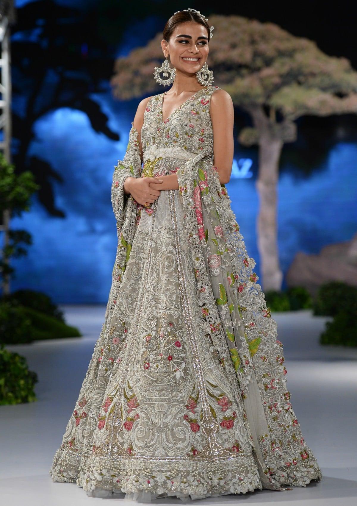 6ebdbcb526 This beautiful jora is princess dreams come true... and Sadaf Kanwal knows  it!