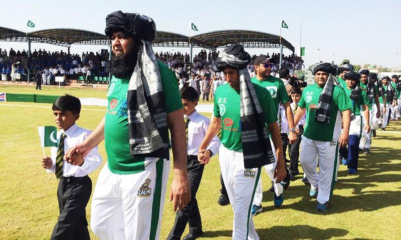 Inzimamul Haq,  younas Khan, Shahid Afridi and other Pak XI players, wearing traditional turbans,  take a round of the stadium.—Courtesy: SabukAfridi