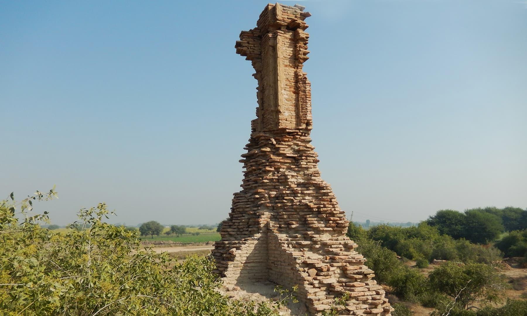 ٹنڈو فضل میں واقع حویلیوں اور گھروں کے آثار قدیمہ—تصویر ابوبکر شیخ