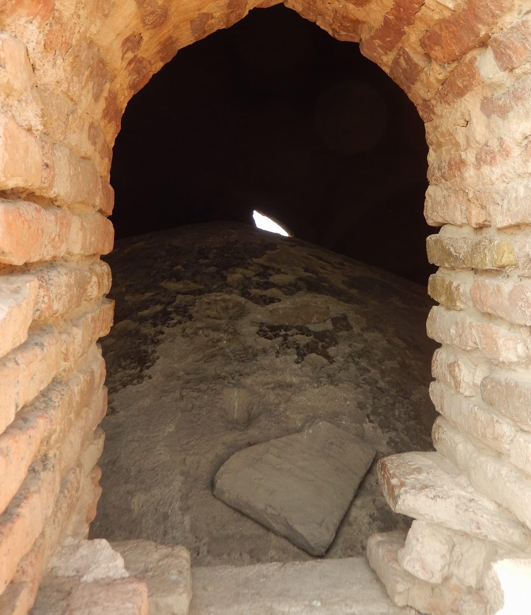 مسجد میں بنے ہوئے جڑواں گنبد —تصویر ابوبکر شیخ