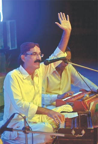 A folk singer performs in a soirée