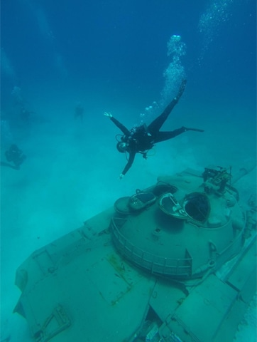 Diving on the tank during the day | Photo courtesy: Oceanida