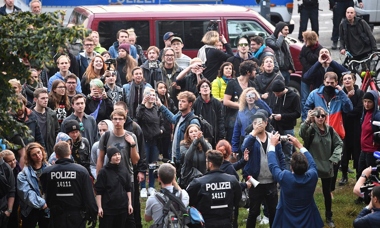 اےایف ڈی کے خلاف جگہ جگہ احتجاج کیا گیا—فوٹو: اے پی