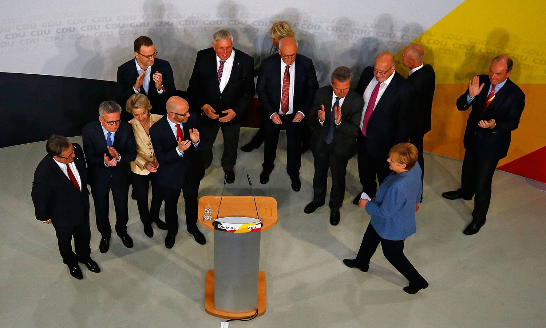 جرمن چانسلر اینجیلا مرکل نے انتخابات میں کامیابی کے بعد خطاب کیا—فوٹو: اے پی