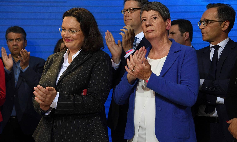 جرمنی کے وزیر خارجہ سیگمار گیبرئیل سمیت حکمران جماعت کے رہنما اور وزرا بھی ابتدا میں نتائج سے ناخوش نظر آئے—فوٹو: اے ایف پی