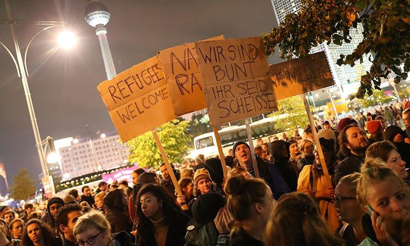 جرمن انتخابات کے دوران بڑے پیمانے پر اے ایف ڈی کے خلاف احتجاج کیا گیا—فوٹو:اے پی