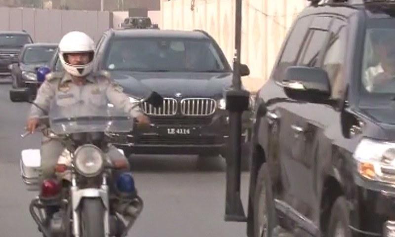 Nawaz Sharif's convoy heads towards Punjab House from Islamabad airport.— DawnNews