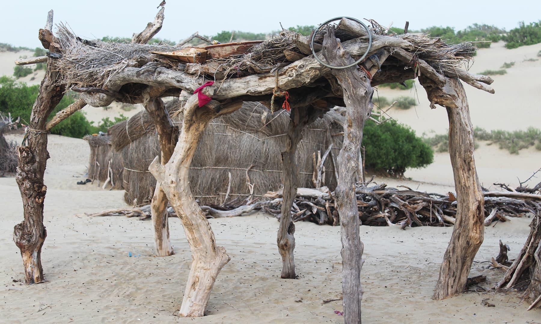 بھیل قبیلے کے گھر—تصویر اختر حفیظ